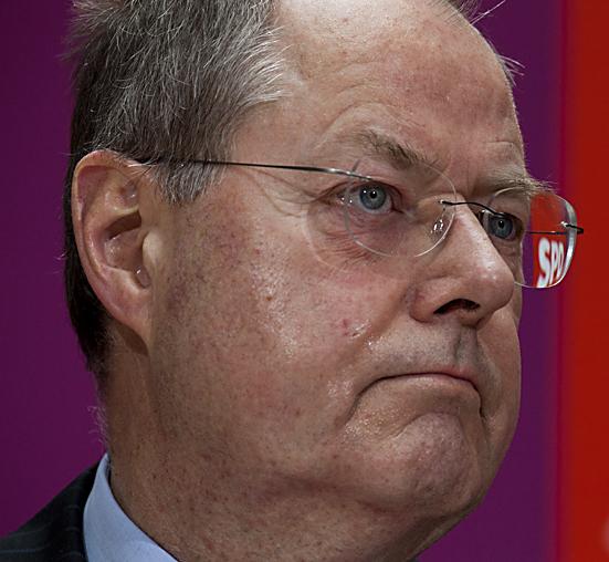 Peer Steinbrück und Sigmar Gabriel präsentieren in Berlin das Wahlprogramm der SPD