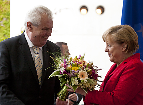 Bundeskanzlerin Merkel empfaengt den tschechischen Staatspraesidenten Zeman- Chancellor Merkel welcomes the Czech State President Zeman