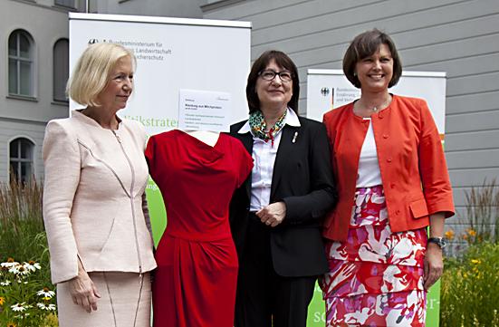 Bundesministerinnen Ilse Aigner und Johanna Wanka stellen die Bioökonomie-Strategie der Bundesregierung in Berlin vor