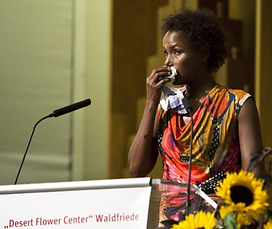 Tränen: Waris Dirie bei Berliner Klinik-Eröffnung Desert Flower Center