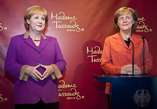 Die Kanzlerin gleich doppelt im Berliner Wachsfigurenkabinett Madame Tussauds