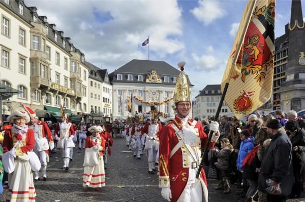 Karneval 2014, Bonn, Rosenmontagszug. Marktplatz Bonn, 03.03.2014. (Foto: Friedrichson Pressebild/Schulz)