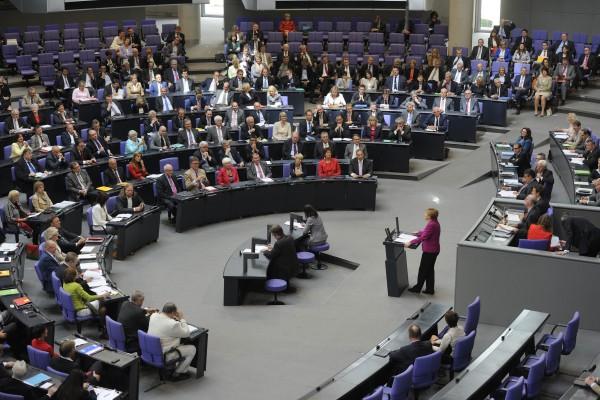 Ein Blick in die CDU und CSU-Fraktion im Bundestag, 38. Sitzung, während Kanzlerin Merkel ihre Regierungserklärung hält. (Foto: Friedhelm Schulz, Bonn, Berlin, Friedrichson Pressebild
