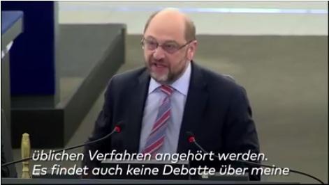 EU-Parlamentspräsident Martin Schulz verweist EU-Abgeordneten Synadonis des Saales nach rassistischen Äußerungen gegen die Türken. (Bild: Screenshort: Die Welt auf Facebook)